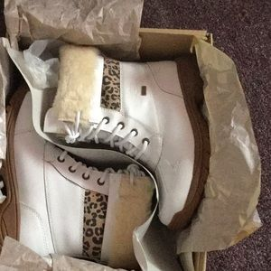 NWT UGG boots size 3